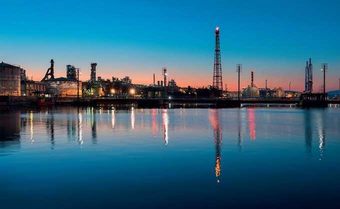 Υπεγράφη η συμφωνία μετόχων στα ΕΛΠΕ, προς πώληση το 50,1%