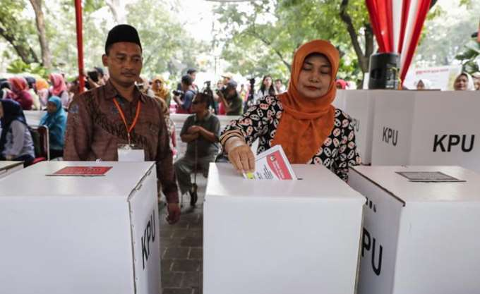 Ινδονησία: Οριστικός νικητής των προεδρικών ο πρόεδρος Βιντόντο