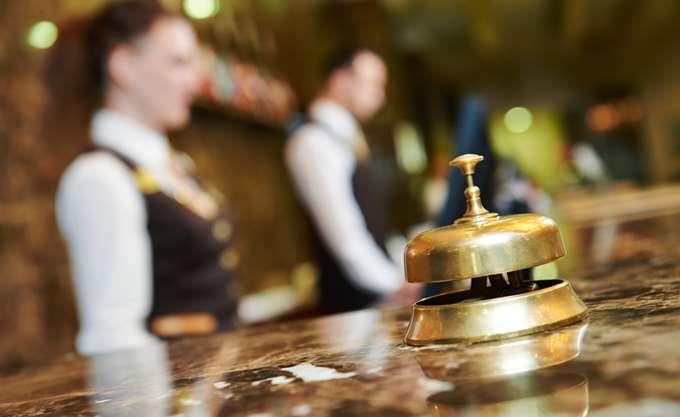 Άμεση αποκλιμάκωση των βαρών για το ελληνικό ξενοδοχείο, ζητά η ΠΟΞ