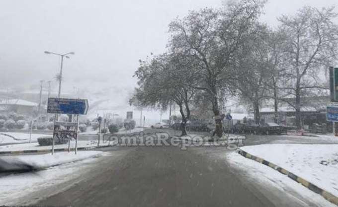 Διακόπηκε η κυκλοφορία των φορτηγών άνω των 3,5 τόνων στην Εθνική οδό Αθηνών - Λαμίας