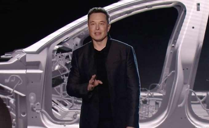 Η Tesla αυξάνει την παραγωγή του Model 3, αλλά η μετοχή πέφτει