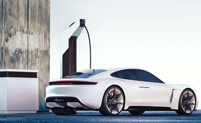 """H Porsche """"δανείζεται"""" πρακτικές Tesla για γρήγορη φόρτιση του νέου, ηλεκτροκίνητου Taycan"""