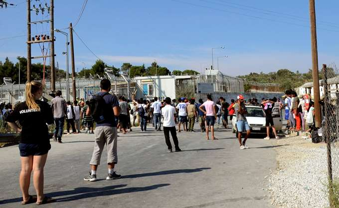 Σε εξέλιξη επιχείρηση της αστυνομίας στον καταυλισμό στη Μόρια