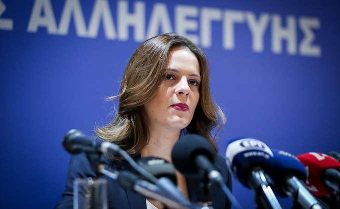 """Ε. Αχτσιόγλου: Η """"ειδική άδεια προστασίας μητρότητας"""" δεν συμψηφίζεται με τις άδειες θηλασμού-φροντίδας παιδιού"""