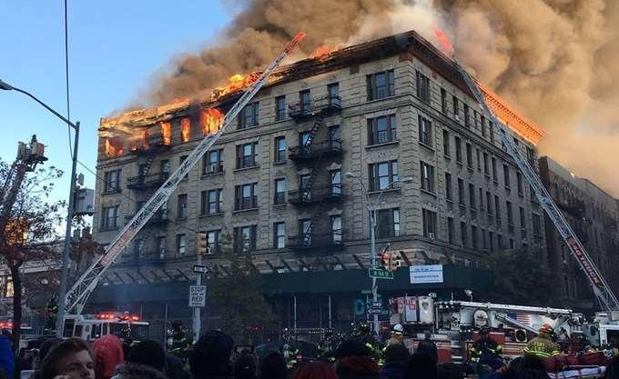 Μεγάλη πυρκαγιά σε εξαώροφο κτίριο στη Νέα Υόρκη