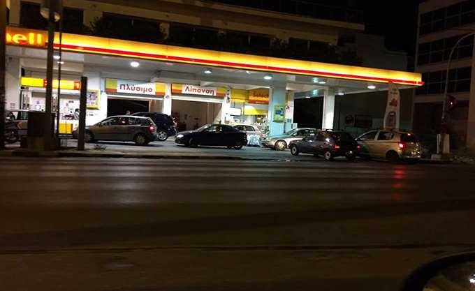 Αλλοδαπός υπάλληλος βενζινάδικου έτρεψε σε φυγή δύο ένοπλους ληστές στο Αιγάλεω