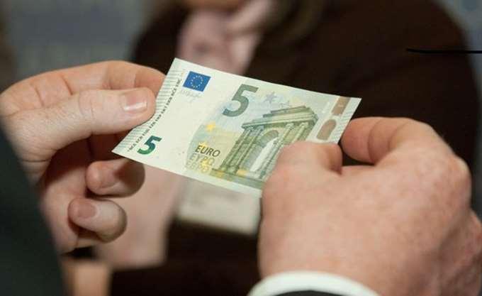 """Παραμένει το """"χαράτσι"""" του ενός ευρώ στα φάρμακα"""