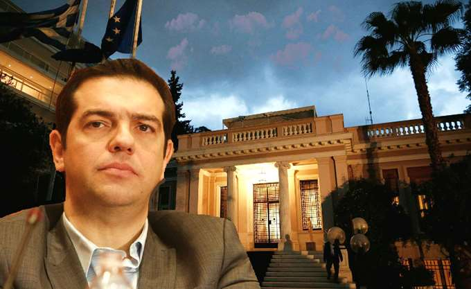 Νεύρα Τσίπρα στον ...δρόμο για την Αθήνα- Ανοίγει κι άλλο τη βεντάλια των παροχών