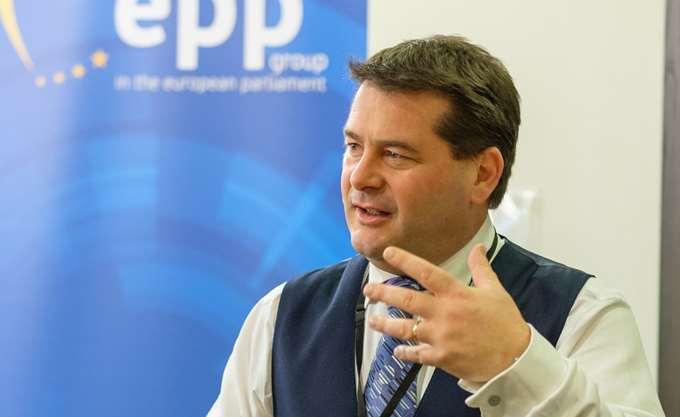 Το ΕΛΚ θα στηρίξει την κυβέρνηση Μητσοτάκη για επαναδιαπραγμάτευση της συμφωνίας