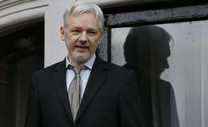 Η Σουηδία εγκαταλείπει, η Βρετανία παραμένει στο κυνήγι του Assange