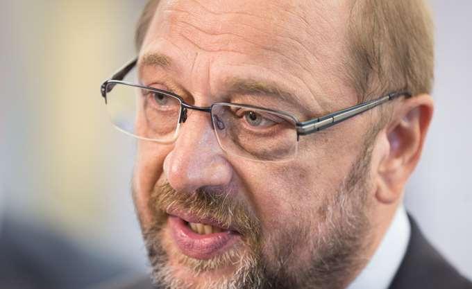 Με παραίτηση φέρεται να απείλησε ο Μάρτιν Σουλτς