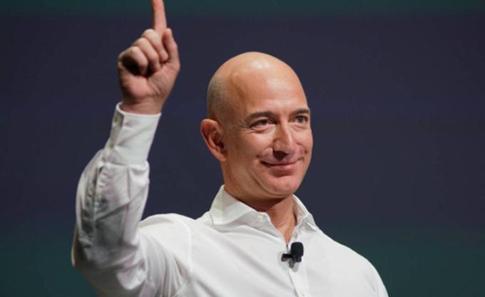 Αφιερώνει 2 δισ. δολάρια σε φιλανθρωπίες ο Jeff Bezos