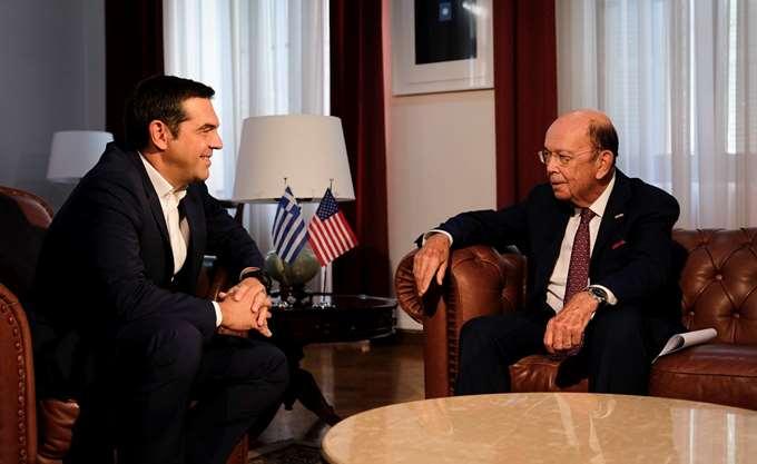 Σε εξέλιξη το γεύμα εργασίας του Α. Τσίπρα με τον υπουργό Εμπορίου των ΗΠΑ