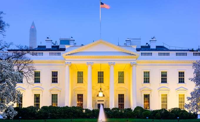 """Οικονομικός σύμβουλος Τραμπ: Ο πρόεδρος """"δεν υπαγορεύει την πολιτική της Fed"""""""