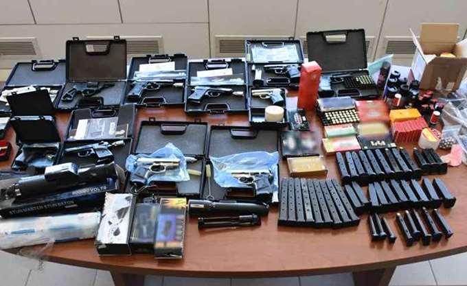 Εξαρθρώθηκε σπείρα εμπορίας όπλων - είχαν στήσει μέχρι και e-shop