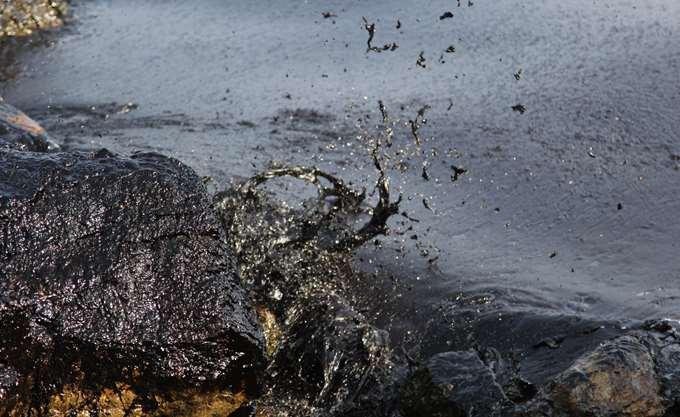 Ισπανία: Αποζημίωση 1,5 δισ. θα πληρώσουν οι υπεύθυνοι για την πετρελαιοκηλίδα από το ναυάγιο του Prestige