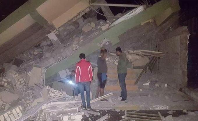 Στους 483 αυξήθηκε ο αριθμός των νεκρών από τον σεισμό στο Ιράν