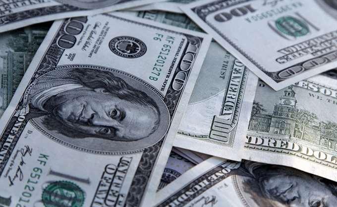 Σε χαμηλό δύο και πλέον ετών υποχωρεί το δολάριο