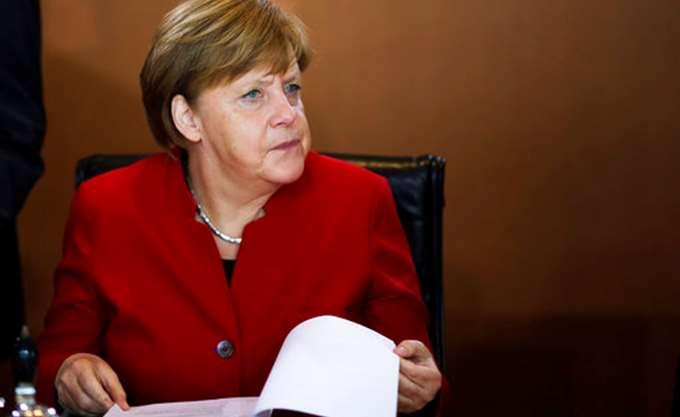 A. Merkel: Απέφυγε να σχολιάσει τον νέο νόμο της Πολωνίας σχετικά με το Ολοκαύτωμα