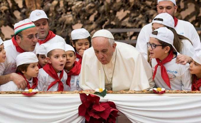 Ο Πάπας Φραγκίσκος έγινε 81 χρόνων