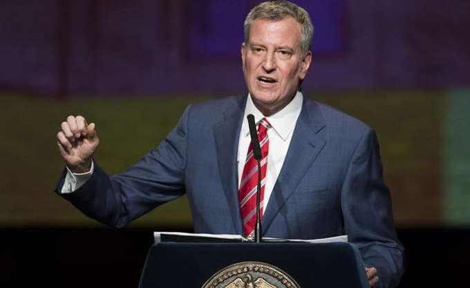ΗΠΑ: Ο δήμαρχος της Νέας Υόρκης Ντε Μπλάζιο 24ος στην κούρσα των Δημοκρατικών για το χρίσμα