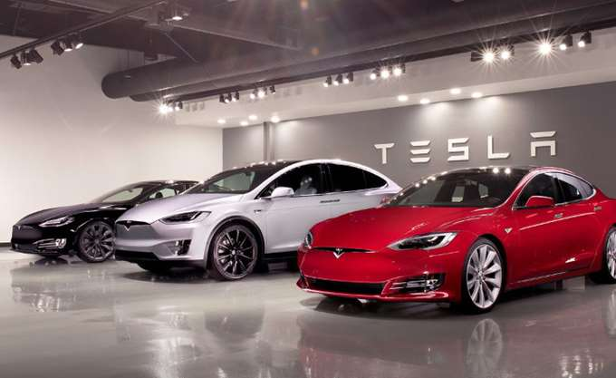 Πώς η Κίνα θα βοηθήσει τον Μασκ να βγάλει την Tesla από το χρηματιστήριο