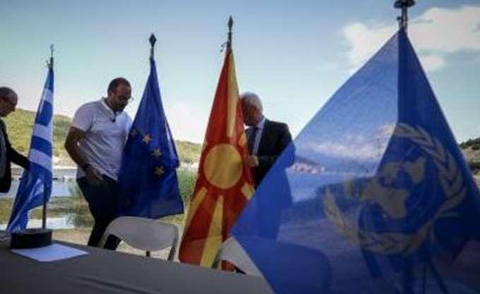 Σε εξέλιξη η τελετή για την υπογραφή της συμφωνίας με τα Σκόπια