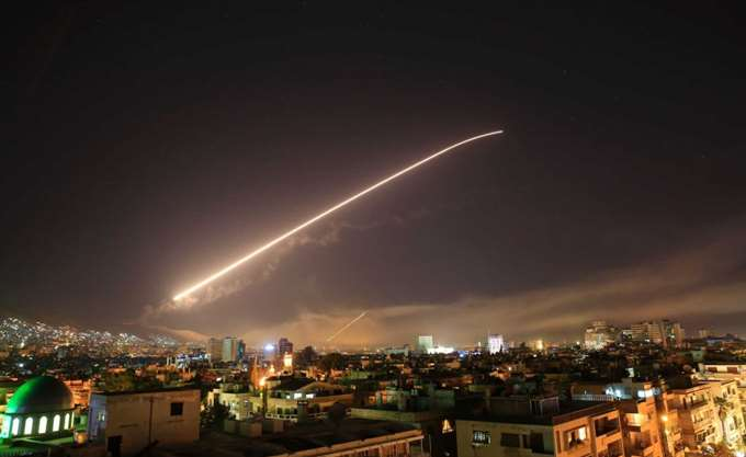 """Συρία: Η αεράμυνα """"αποσόβησε"""" χτύπημα σε αεροπορική βάση στη Χομς"""