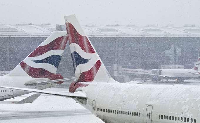 Βρετανία: Νέες χιονοπτώσεις προκάλεσαν ματαιώσεις πτήσεων στο αεροδρόμιο Χίθροου