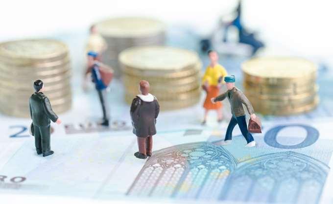 Ταμεία: Χαμηλότερο πλεόνασμα λόγω μείωσης κρατικής δαπάνης - αύξησης δαπανών για νέες συντάξεις