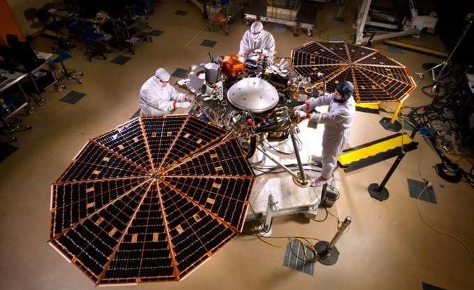 """O στατικός ρομποτικός """"σεισμολόγος"""" InSight της NASA έτοιμος για προσεδάφιση στον Άρη"""