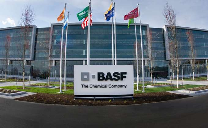 BASF: Επενδύει 10 δισ. δολ. για εργοστάσιο στην Κίνα