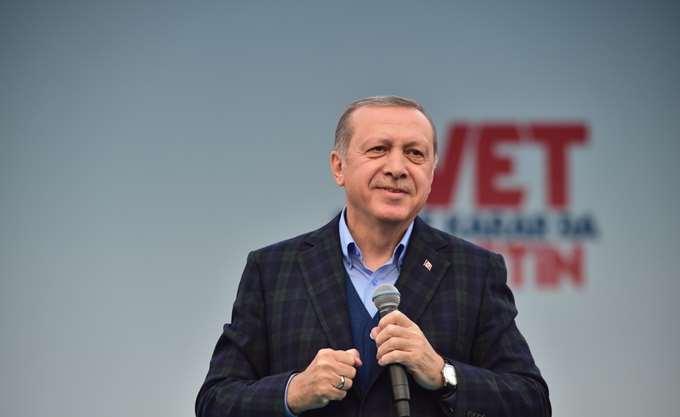 """Ο Erdogan καταγγέλλει το """"μετριοπαθές Ισλάμ"""" του Σαουδάραβα διαδόχου"""