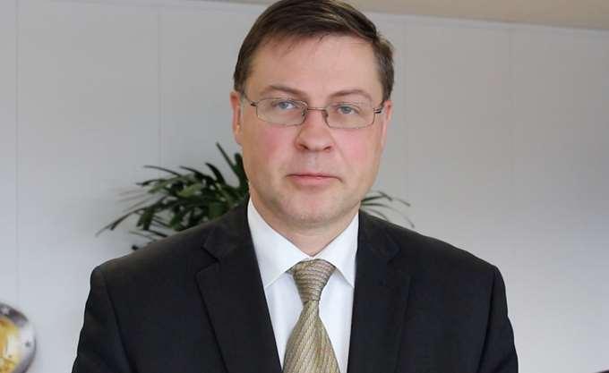 Ντομπρόβσκις: Προτεραιότητα για την Κομισιόν η εγγύηση καταθέσεων