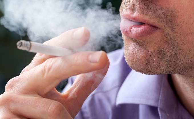 Έρευνα: Καλύτερες εναλλακτικές για τους καπνιστές ζητούν οι πολίτες