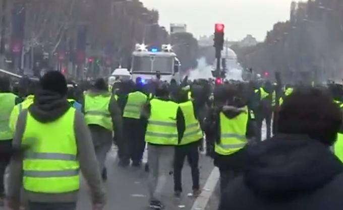 """Γαλλία: Ξανά στους δρόμους τα """"κίτρινα γιλέκα"""" για 16ο Σάββατο"""