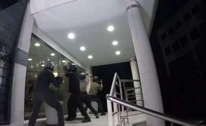 """Επίθεση του """"Ρουβίκωνα"""" στα γραφεία του ομίλου Μυτιληναίος"""