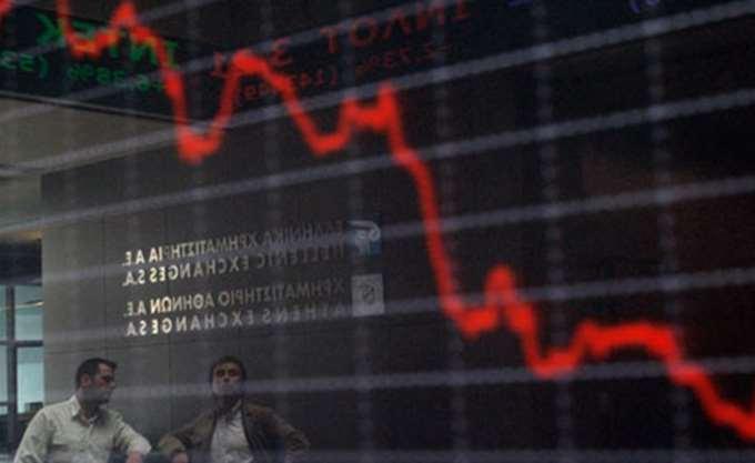 """Γιατί τα short funds """"γονατίζουν"""" ξανά τις τραπεζικές μετοχές"""