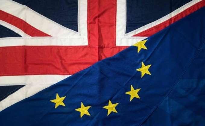 Η Βρετανία παρουσίασε τη Λευκή Βίβλο με την πρότασή της για τη μετά Brexit εποχή