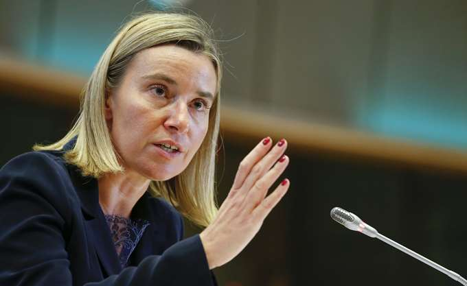 Οι Βρυξέλλες ζητούν να αποφευχθεί μια στρατιωτική επέμβαση στη Βενεζουέλα