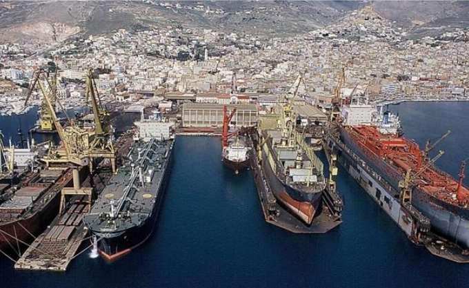 """Σε πλήρη λειτουργία η πλωτή δεξαμενή """"ΒΙΟΛΑΝΤΩ"""" 75.000 τόνων στο Ναυπηγείο Νεωρίου"""