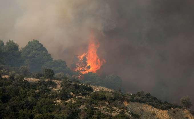 Χαλκιδική: Ολονύκτια μάχη με τις φλόγες στη Σιθωνία