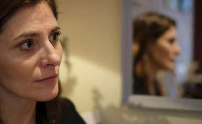Βόρεια Μακεδονία: Η Μπέττυ Μπαζιάνα άφησε λίγα λουλούδια στον τάφο του Αλέξη Ζορμπά