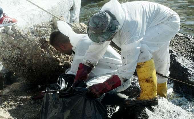 Ξεκινά η διαδικασία αποζημιώσεων για όσους θεωρούν ότι έχουν πληγεί από την πετρελαιοκηλίδα