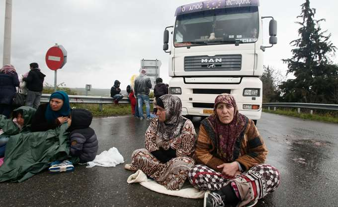 Αλεξανδρούπολη: Ανετράπη βαν που μετέφερε παράτυπους μετανάστες