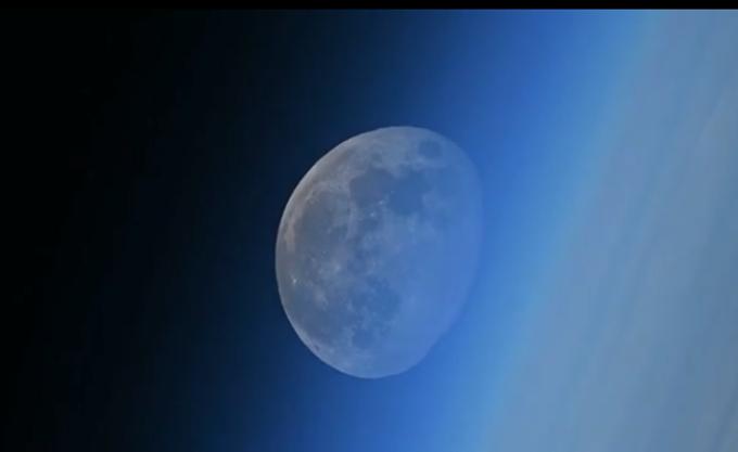 Ρώσος κοσμοναύτης απαθανάτισε σε βίντεο τη δύση... της Σελήνης