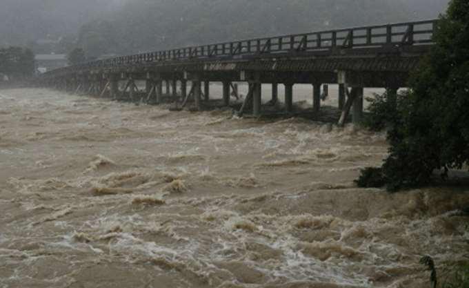Ιαπωνία: Ισχυρός τυφώνας κατευθύνεται στις ανατολικές ακτές της χώρας