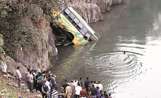 Ινδία: Τουλάχιστον επτά νεκροί από την πτώση λεωφορείο σε φαράγγι