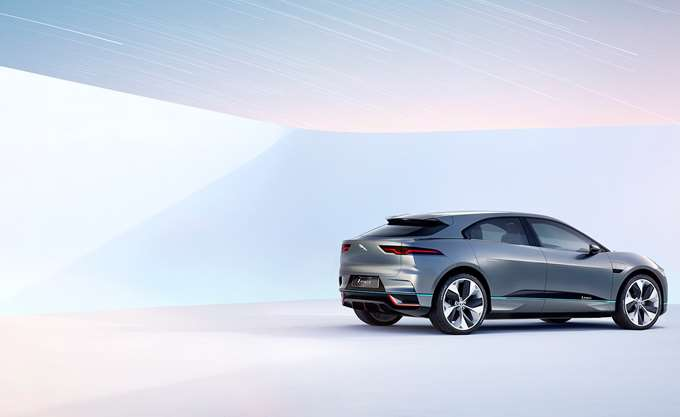 Βρετανία: Η Jaguar Land Rover θα κόψει 4.500 θέσεων εργασίας