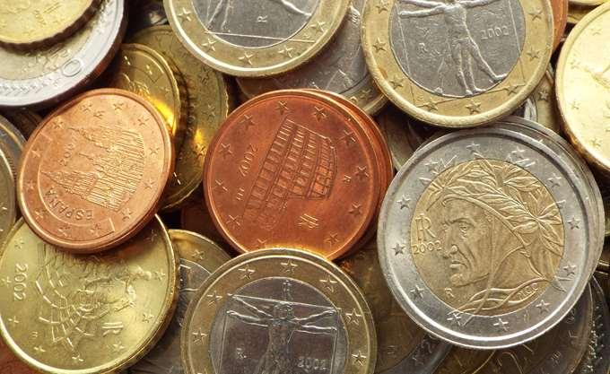 """Απώλειες για το ευρώ μετά το """"ναυάγιο"""" στο Eurogroup"""